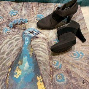 Dana Buchman Grey Ankle Boot Heels Size 7.5M